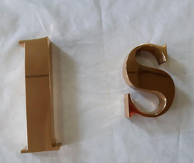Dorado de letras y números